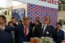 В Берлине воронежский зампред погрыз семечек и рассмешил замминистра