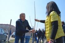 Сенатор Сергей Лукин помог высадить Аллею детства в воронежском микрорайоне Шилово