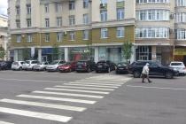 В Воронеже на платной парковке нарисовали зебру