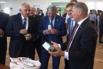 Воронежский губернатор опробовал тренд президента с мороженым