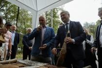 Воронежский губернатор сыграл на гудке вместе с Захаром Прилепиным