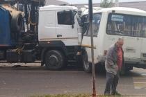 В Воронеже попала в аварию очередная маршрутка