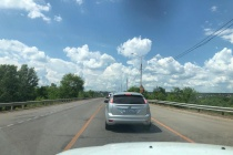 Жители Семилук Воронежской области отметили отсутствие ремонта моста в прошедшие выходные