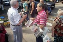 Бывшего главного воронежского коммуниста отправили раздавать газеты на Птичий рынок