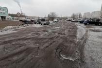 Автомобилисты стали заложниками грязи и ям «убитой дороги» в Воронеже