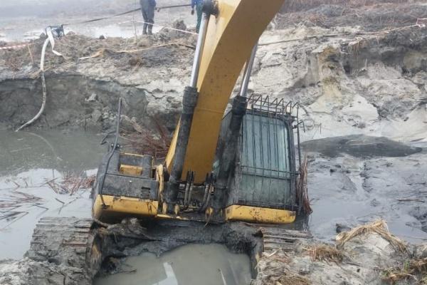 Росприроднадзор оценит ущерб от затонувшего под Воронежем экскаватора