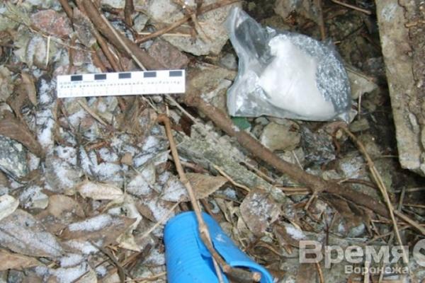 Во время праздничных каникул наркополицейские нашли почти 3 килограмма наркотиков, спрятанных в парках и скверах по всему городу
