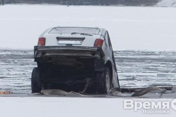 Воронежские спасатели рассказали, что делать, когда оказались в тонущем автомобиле