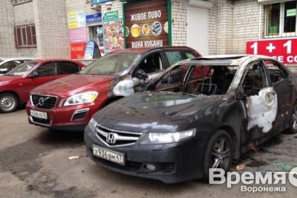 Начальник Главка недоволен раскрываемостью поджогов авто в Воронеже