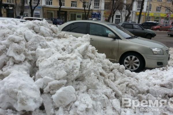 Для расчистки дорог в ночь задействовали практически всю технику, имеющуюся в Воронеже