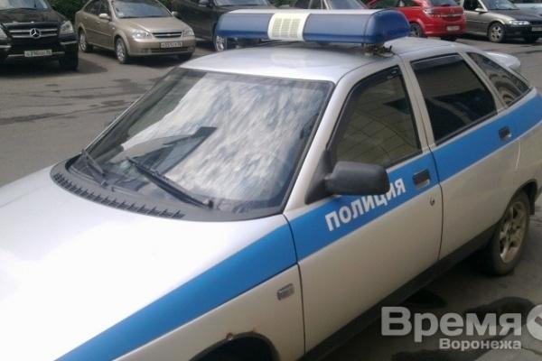 Воронежский филиал Почты России отметил лискинского полицейского