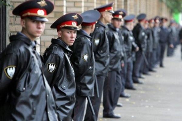 За последними звонками в Воронеже проследят 3 тыс. полицейских