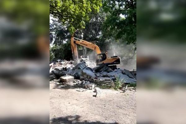 Неизвестные в Воронеже самовольно снесли 40 гаражей и хозпостроек