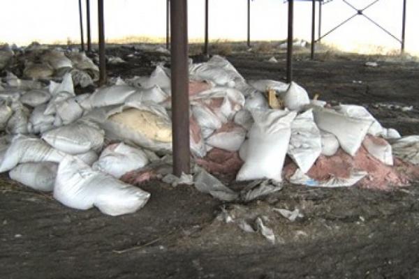 Под Бобровом распылили тонну опасного химиката