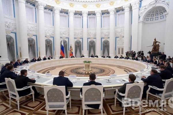 Воронежский губернатор не стал петь дифирамбы президенту
