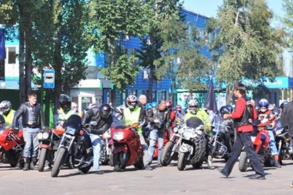 Воронежские полицейские устроили ночные гонки с байкерами