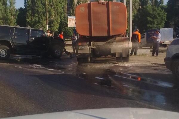 В Воронеже Hummer c номерами ЕКХ протаранил КАМАЗ