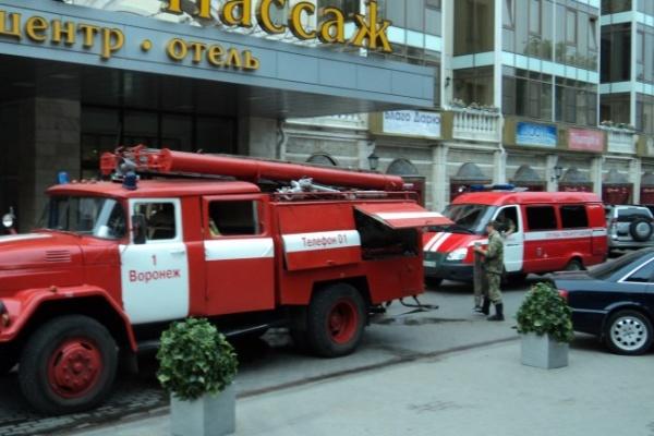 В Воронеже горит торговый центр