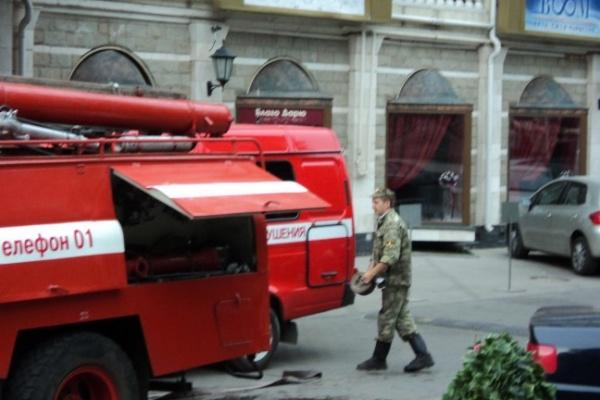 Десятки людей эвакуированы из «Петровского пассажа» из-за горящего дивана