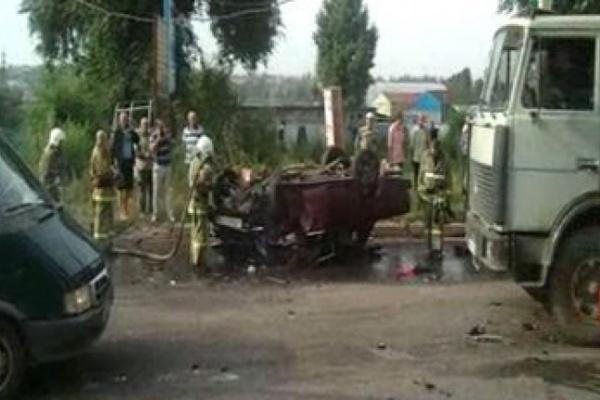 В Воронеже в аварии на 45-й Стрелковой дивизии сгорели «Жигули»