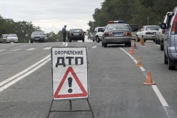 Под Воронежем при столкновении иномарки с микроавтобусом погиб водитель легковушки
