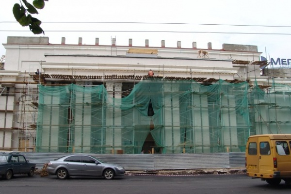 В театре драмы им. Кольцова затянули с ремонтом сцены
