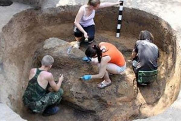 В Воронеже рядом с главным корпусом ВГУ откопали старинную крепость