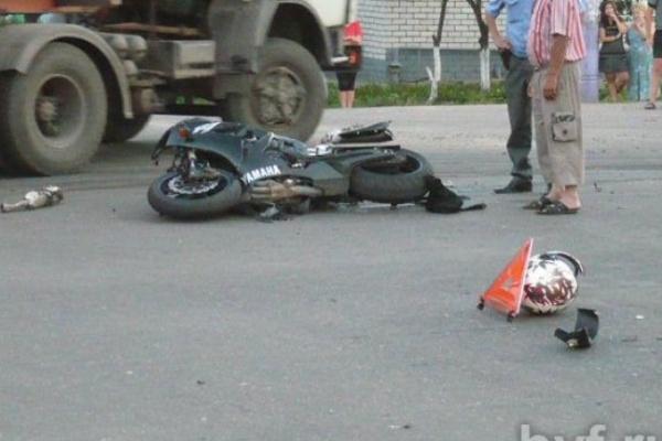 В Воронеже при столкновении с внедорожником погиб мотоциклист