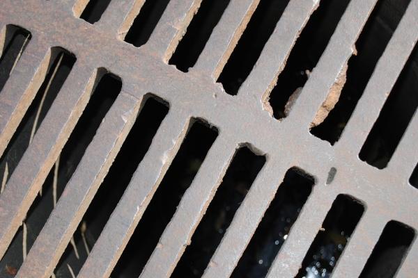 Причиной окутывающего Воронеж неприятного запаха может быть неисправная канализация