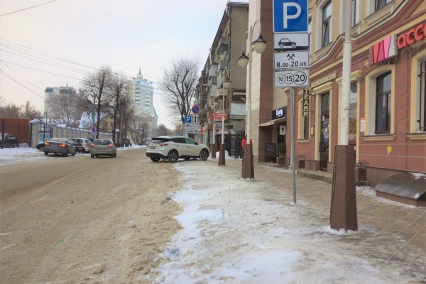 В Воронеже ГИБДД и чиновники пересмотрят схему расположение мест под платную парковку