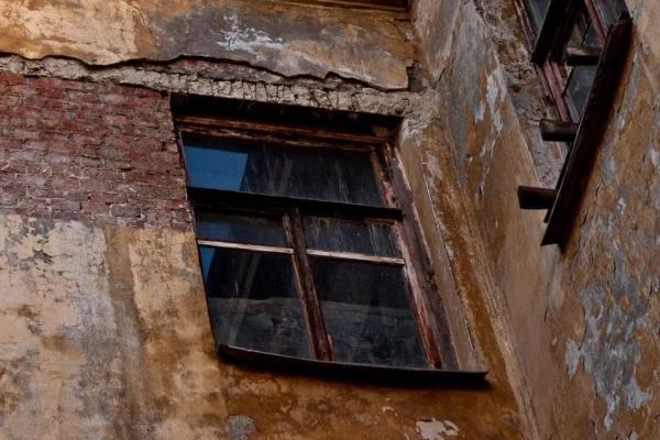 На расселение аварийных домов в Воронежской области выделят 2,4 млрд рублей