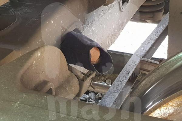 В Воронежской области под поездом обнаружили похожий на взрывчатку предмет