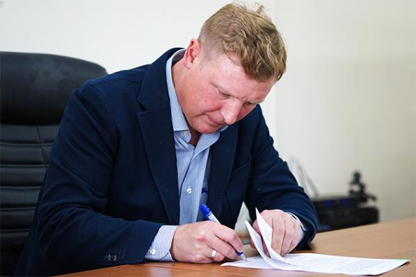 Главным тренером воронежского «Факела» стал Владимир Бесчастных