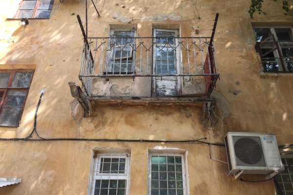 В воронежской УК прокомментировали обрушение балкона на 9 Января