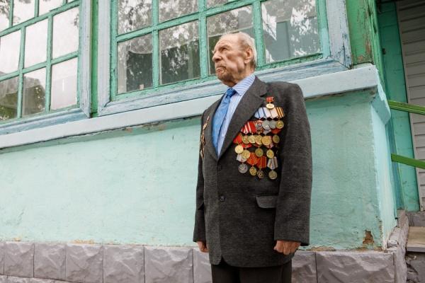 Владимир Нетесов в преддверии Дня Победы поздравил воронежского ветерана