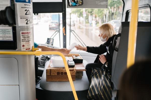 В День защиты детей в воронежских автобусах раздали защитные маски
