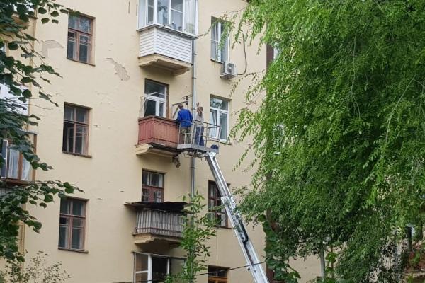 В одном из домов Воронежа рухнула часть бетонной плиты