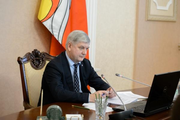 Заработок воронежского губернатора за год вырос на 1 млн рублей