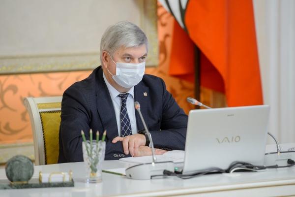 Воронежский губернатор попросил коллег не вздыхать о тратах на пандемию