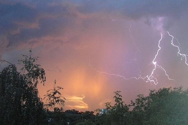 Сегодня в Воронежской области синоптики обещают дождь, грозу и град