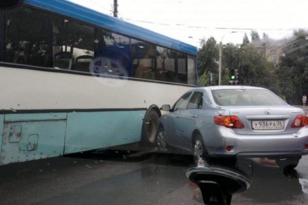 В Воронежской области ежедневно попадают в аварии шесть автобусов