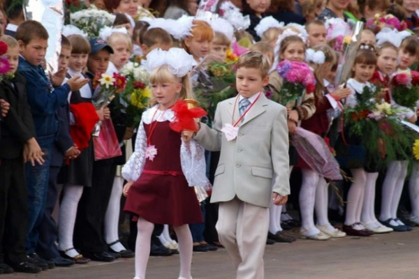 В ТЕМУ НЕДЕЛИ: На школьные линейки вВоронежской области вышли более 190 тысяч учеников