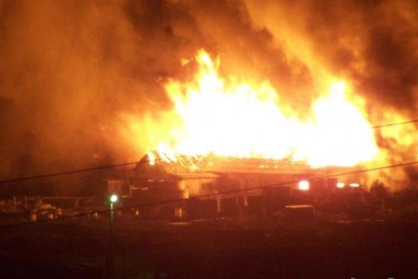 В Воронеже бывший коровник тушили 8 пожарных расчетов