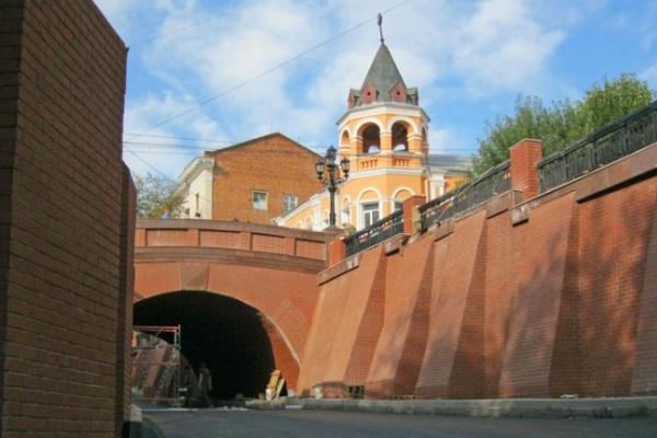 Губернатор устроил в Воронеже место для битья шампанского