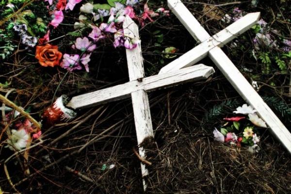 В Воронеже пьяные школьницы устроили погром на кладбище