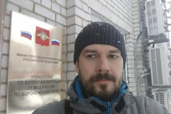 Воронежский юрист напомнил полицейским о правах девушки из Молдовы