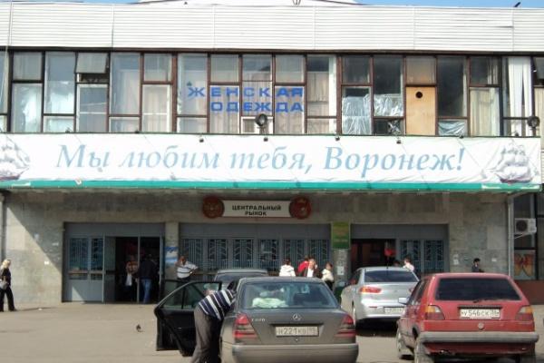 В Воронеже площадь у Центрального рынка превратили в парковку