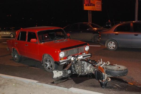 В Воронеже из-за мотоцикла на Чернавском мосту столкнулось несколько машин