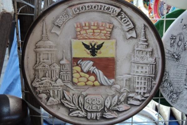 В Воронеже за сувенирные тарелочки просят по 900 рублей