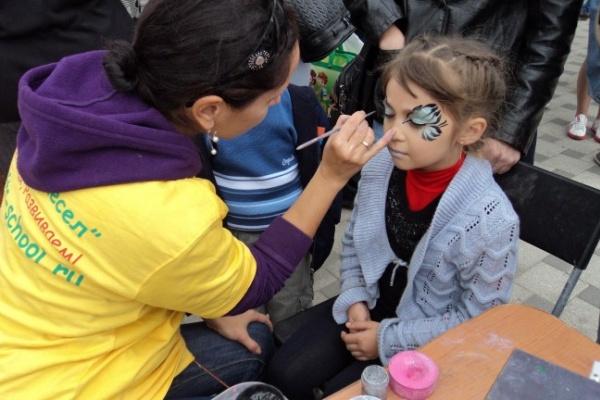 В центре Воронежа в юбилейный день детей превращали в котят и лисят
